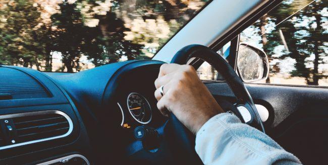 Bună dimineața în mașină – Cum să îți valorifici timpul petrecut în trafic?