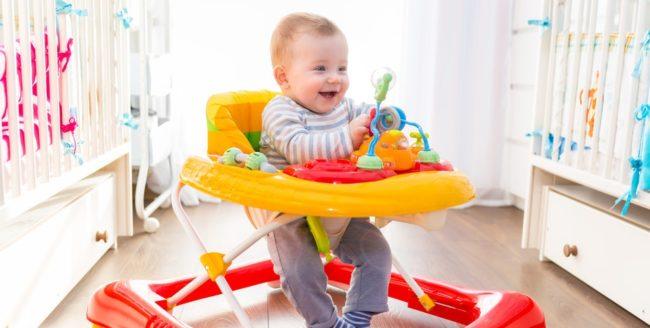 La ce vârstă poate fi așezat copilul în premergător