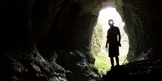 Peștera Poarta Zmeilor, una dintre cele mai vechi din Apuseni