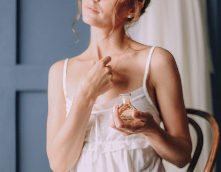girl morning uses perfume around neck